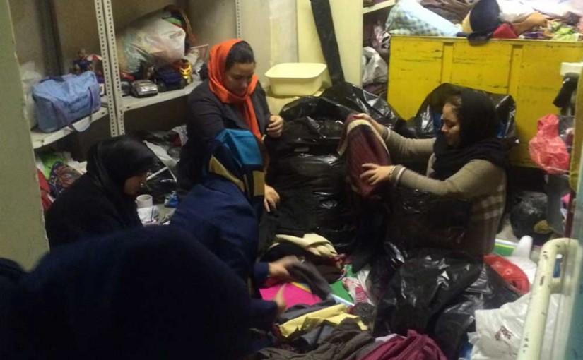 تفکیک لباس ها و اسباب بازی های اھدایی توسط داوطلبان