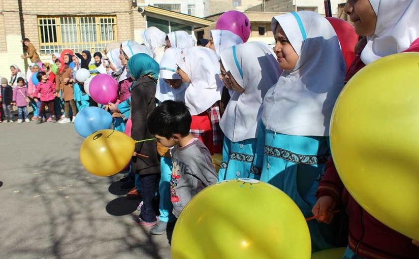اجرای برنامه گروه کودکان فرشته اند برای کودکان حاشیه تهران