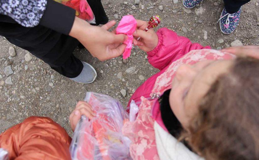 اردوی جهادی بازی درمانی برای کودکان منطقه زلزله زده کرمانشاه توسط داوطلبین خیریه