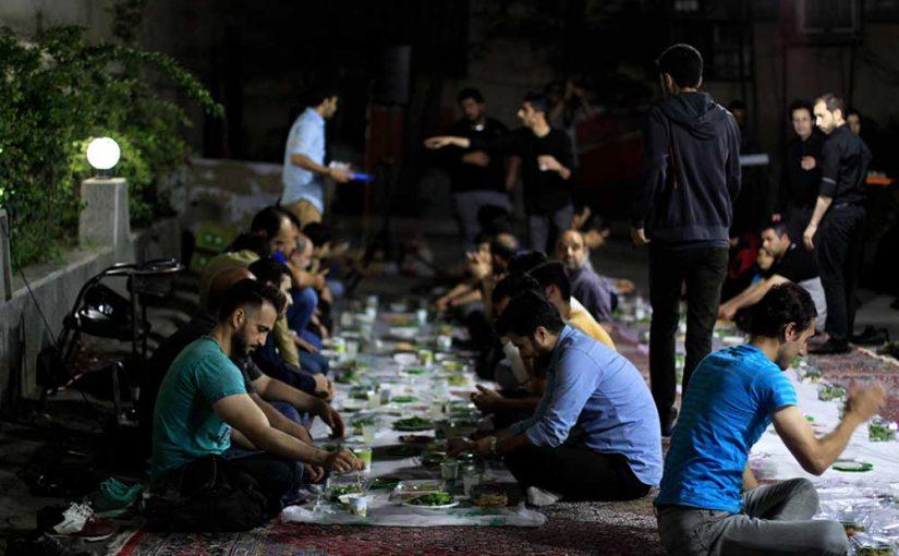 صرف افطار و مراسم احیا به رسم هر سال در بیمارستان کودکان بهرامی