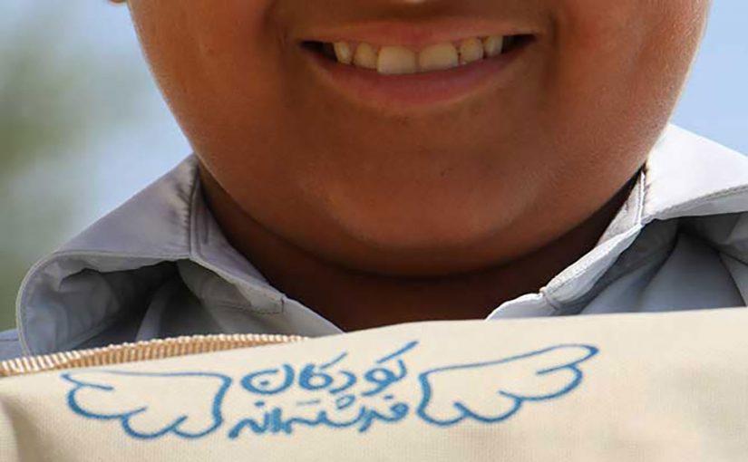 پخش لوازم تحریر بین کودکان مناطق محروم